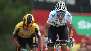 Alejandro Valverde acelera en la llegada a Mas de la Costa.
