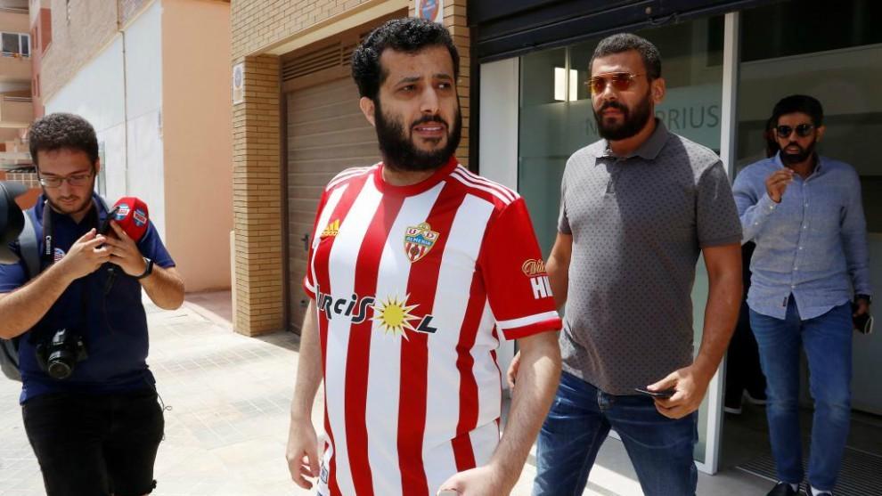 Turki Al-Sheikh,con la camiseta del Almería