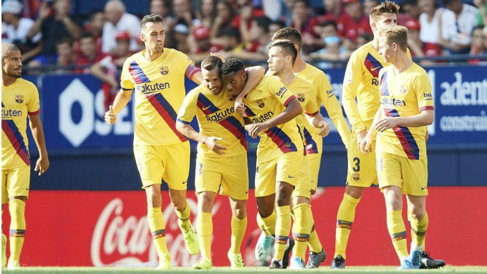 Ansu Fati celebra su gol junto al equipo.