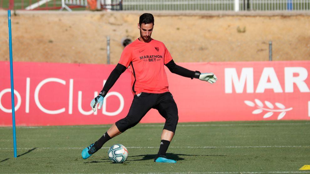 Sergio Rico, en un entrenamiento del Sevilla.