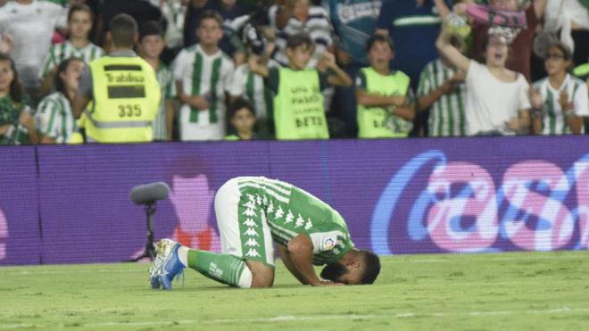 Fekir celebra su gol.