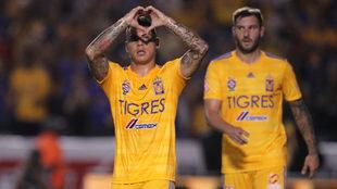 Edu Vargas en el festejo del gol.
