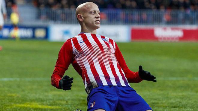 Víctor Mollejo celebra un gol con el Atlético en la Youth League.