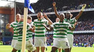 Los jugadores del Celtic celebran uno de sus goles.