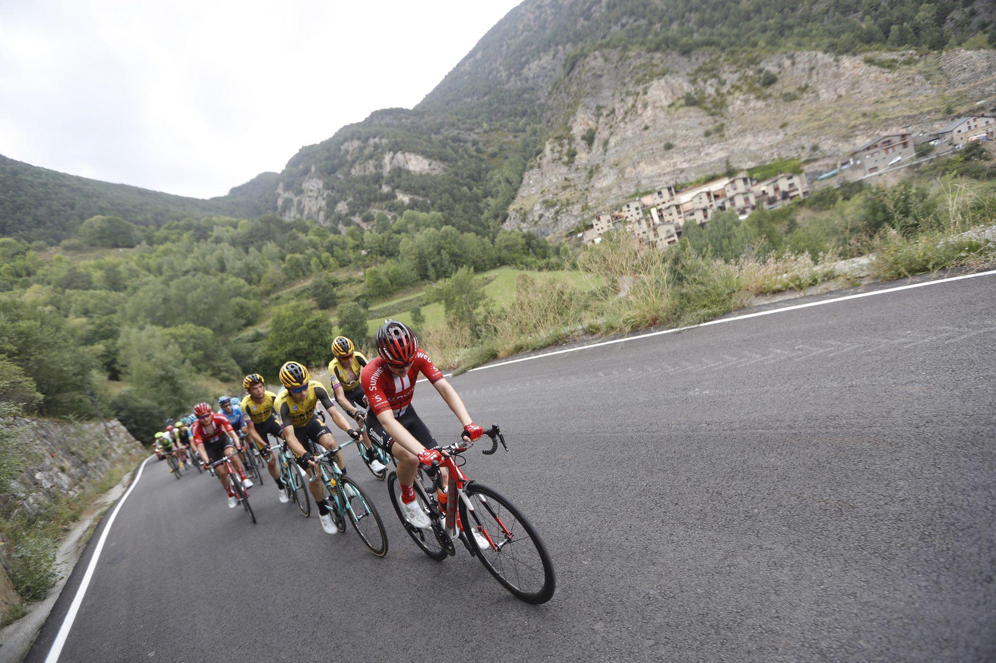 GRAF4657. ANDORRA, 01/09/2019.- El pelotón ciclista durante la novena etapa de la 74th <HIT>Vuelta</HIT> a España 2019, con salida en la localidad de Andorra la Vella y meta en Cortals D Encamp, con un recorrido de 94,4 kilómetros.- EFE/Javier Lizón