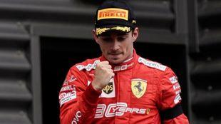 Charles Leclerc celebra su victoria en Bélgica.