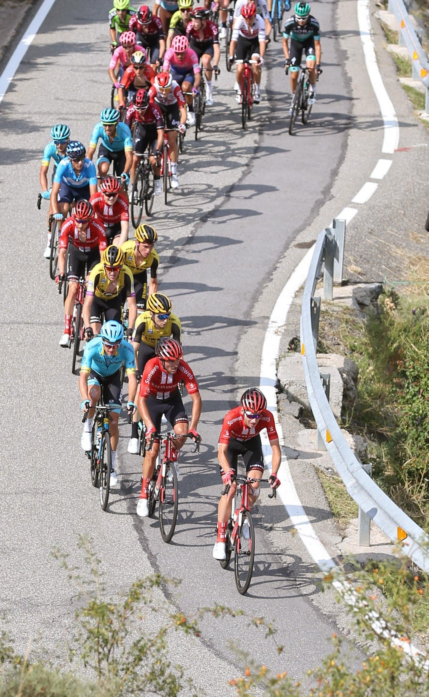 GRAF4648 ANDORRA, 01/09/2019.-El pelotón durante la novena etapa de la <HIT>Vuelta</HIT> a España 2019, etapa con salida en la localidad de Andorra la Vella y meta en la tambíen andorrana Cortals D Encamp, con un recorrido de 94,4 kilómetros.- EFE/Javier Lizón
