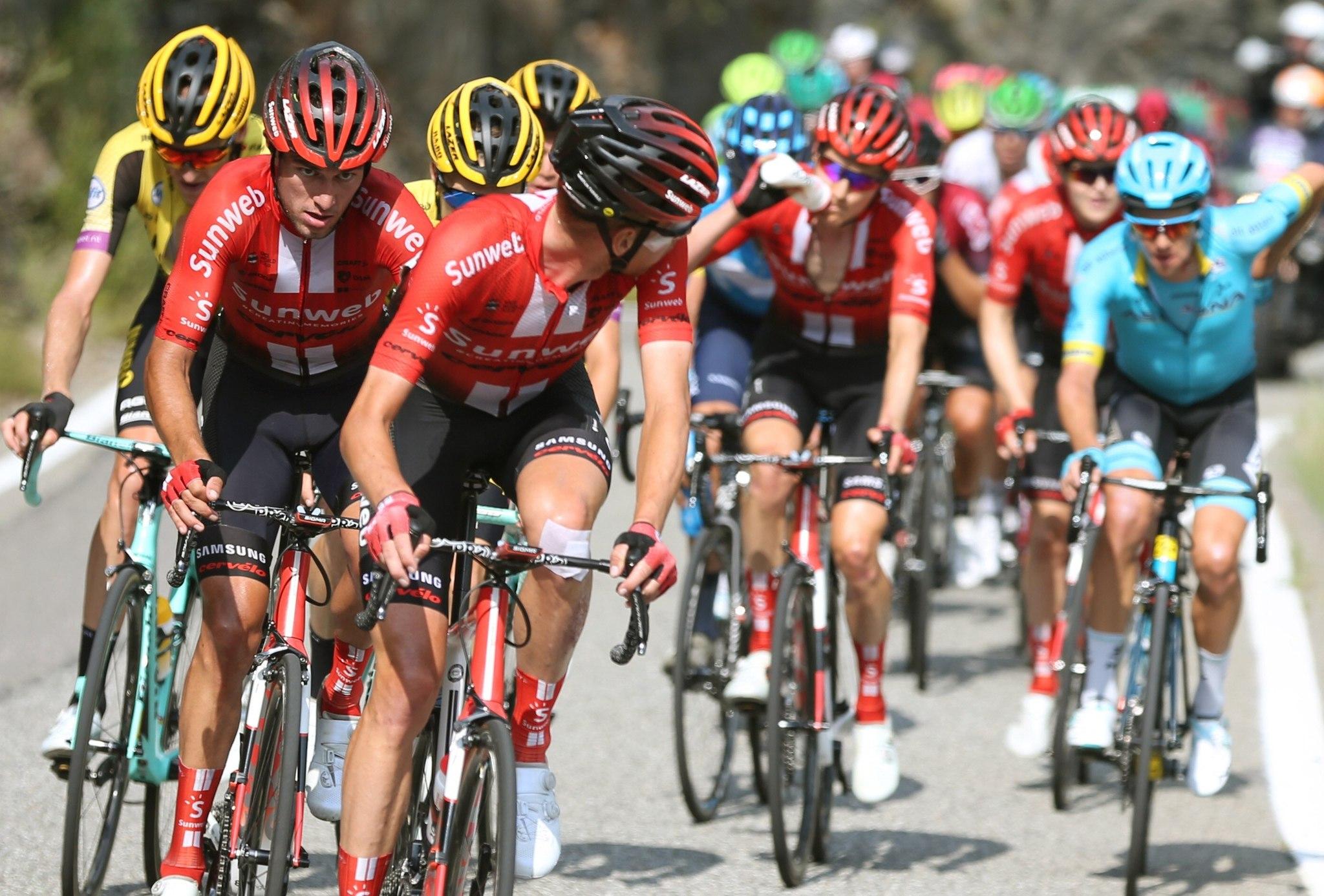 GRAF4624 ANDORRA, 01/09/2019.-El pelotón durante la novena etapa de la <HIT>Vuelta</HIT> a España 2019, etapa con salida en la localidad de Andorra la Vella y meta en la tambíen andorrana Cortals D Encamp, con un recorrido de 94,4 kilómetros.- EFE/Javier Lizón