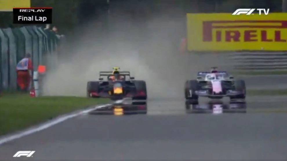 Albon, adelantando a Pérez en la última vuelta.