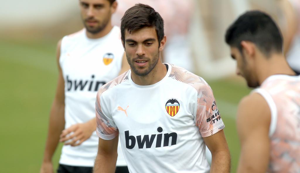 Salva Ruiz entrenando con el Valencia