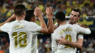 Los jugadores del Madrid celebran el 1-1 de Bale.