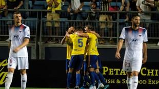 Jugadores del Cádiz celebrando el gol de la victoria