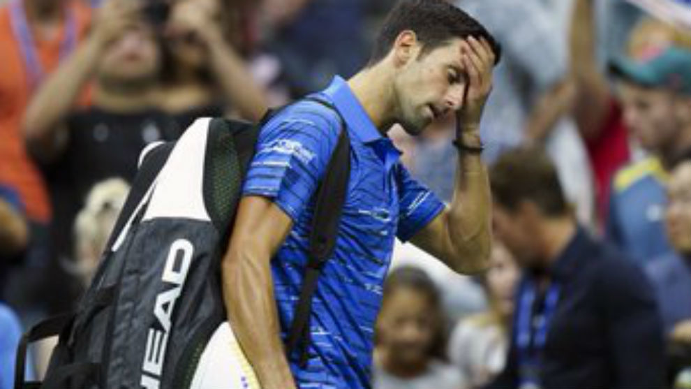 Djokovic, con las manos en la cabeza al salir de la pista
