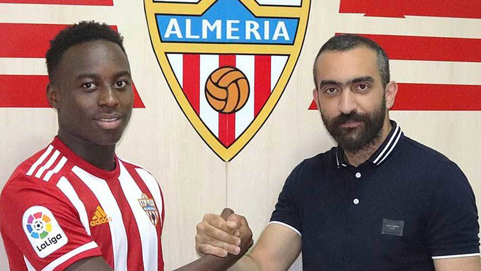 Arvin Appiah with Almeria's general director Mohamed El Assy