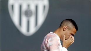 Rodrigo en un entrenamiento con el Valencia