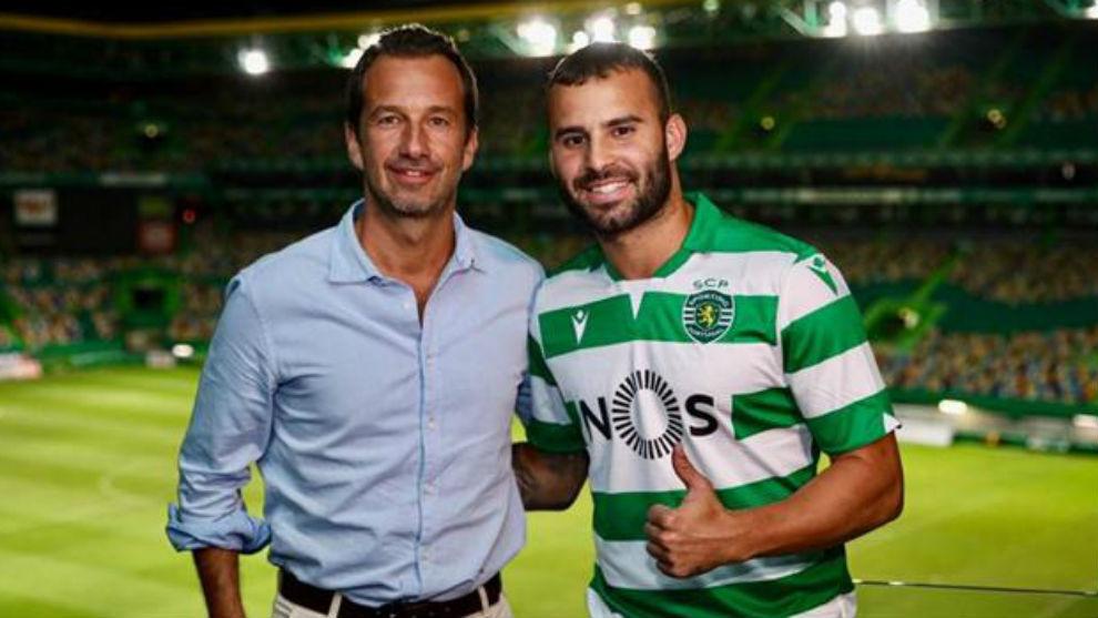 Jesé Rodríguez (26) con el presidente del Sporting, Frederico...