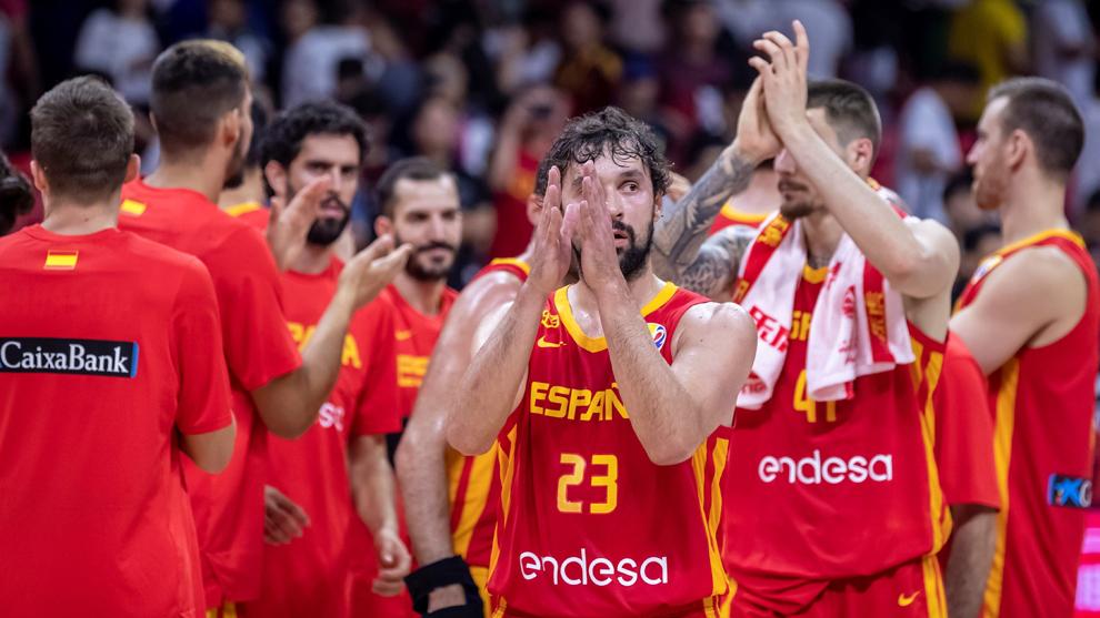 Llull y la selección española celebran el triunfo ante Puerto Rico