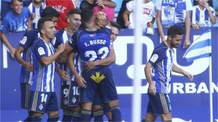 Los jugadores de la Ponferradina celebran uno de sus goles al Tenerife
