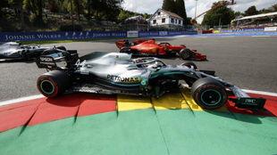 Hamilton pasa a Vettel en Spa.