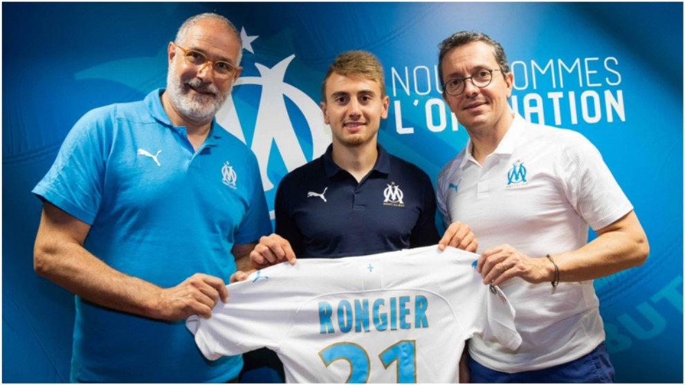 Valentin Rongier poses alongside Andoni Zubizarreta (left) at his...
