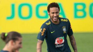 Neymar, en una práctica con Brasil