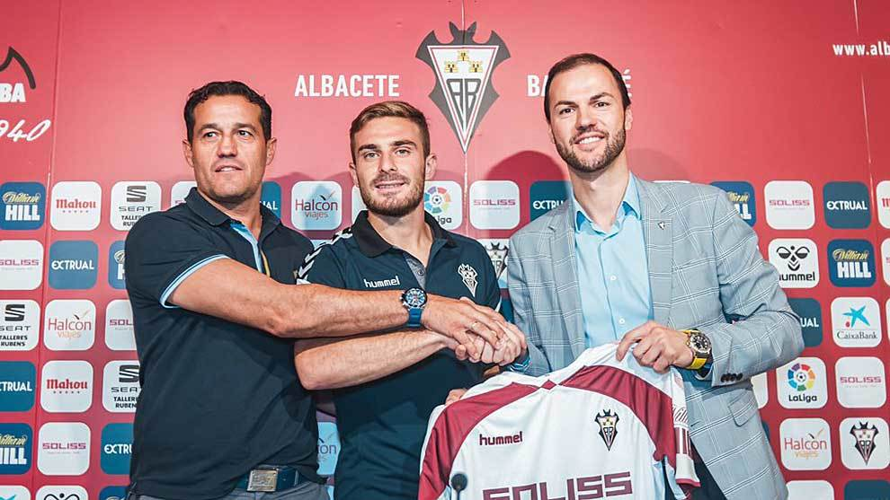 Víctor Varela junto al secretario técnico Luis Casa en la...