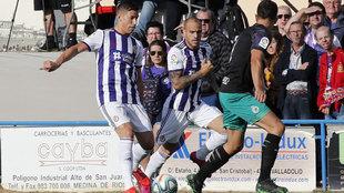 Alcaraz y Sandro, en un partido de pretemporada con el Valladolid.