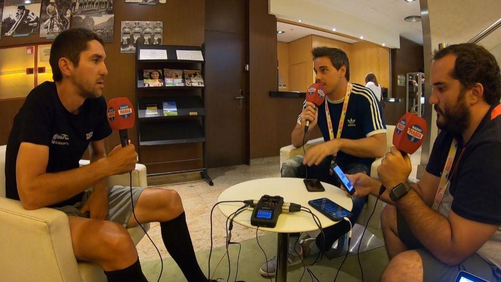 José Rodríguez y Nacho Labraga junto a Mikel Iturra