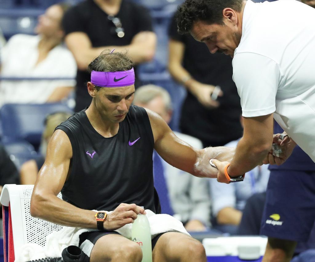 Rafael Nadal, antendido por el fisio del US Open en el tercer set