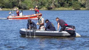 Los servicios de emergencia buscan el cuerpo del deportista en el río...