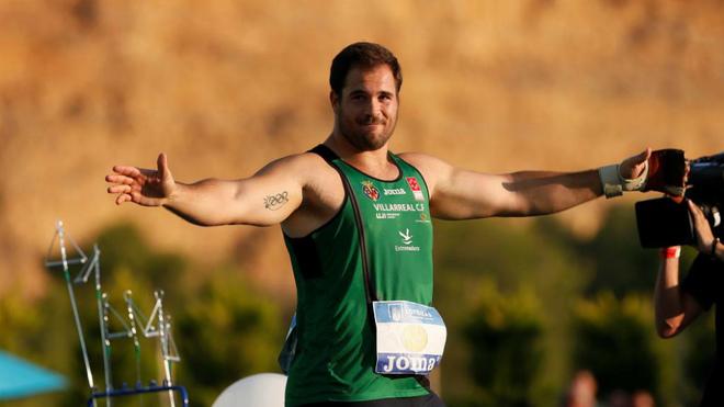 Javier Cienfuegos celebra su récord de España el pasado sábado en...