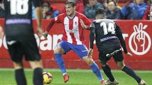 Isma Cerro durante un partido del Sporting en El Molinón del año...