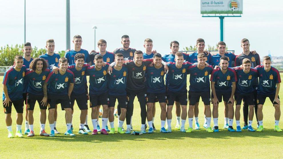 La plantilla de la selección sub 21 tras un entrenamiento.