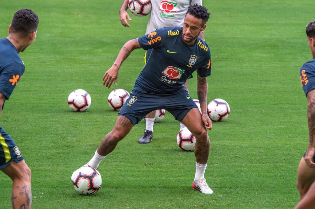 Neymar, durante un entrenamiento de Brasil.