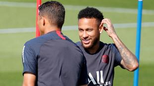 Neymar, en una práctica con el PSG.
