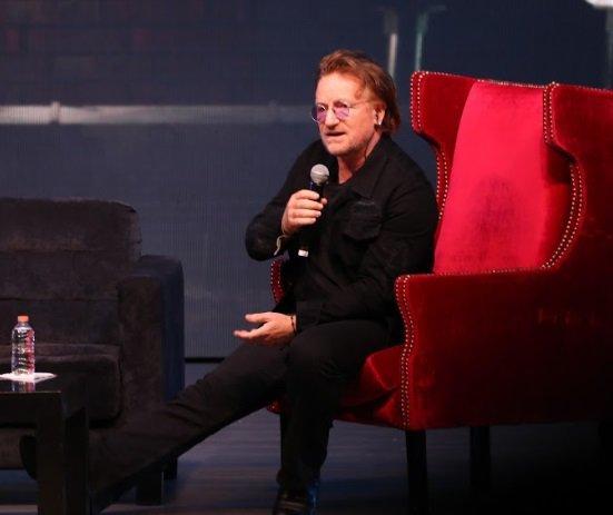 Bono disfrutó de la charla con los jóvenes | Renato Flores
