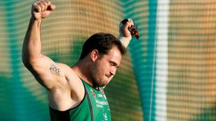 Javier Cienfuegos celebra su anterior récord de España en La Nucía.
