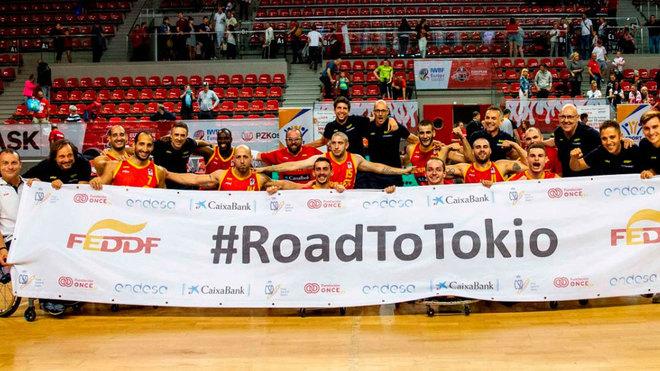 La selección española masculina celebra la clasificación para Tokio...