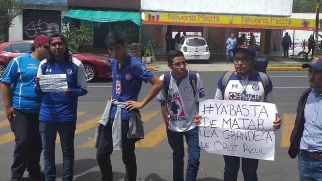 Aficionados del Cruz Azul critican a la directiva