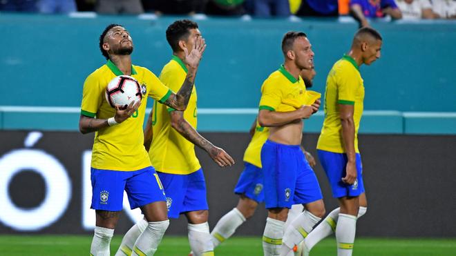 Neymar volvió a jugar 90 minutos.