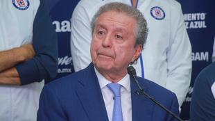 Víctor Garcés no puede ejercer trabajos jurídicos para Cruz Azul.