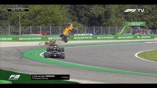 Un Fórmula 3 'vuela' en Monza tras pisar un piano...