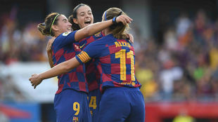 Las jugadoras del Barcelona celebran un gol ante el Tacon.