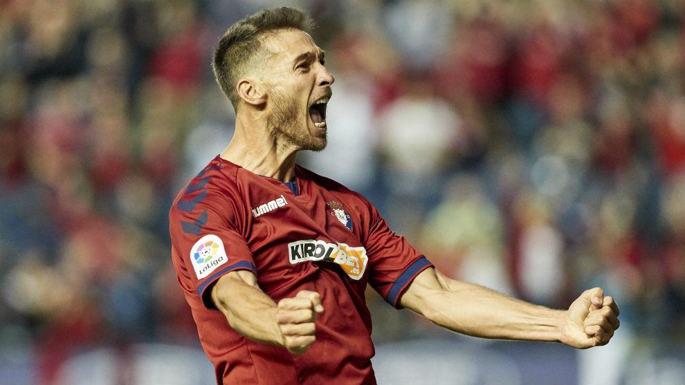 Xisco (33) canta un gol con Osasuna.