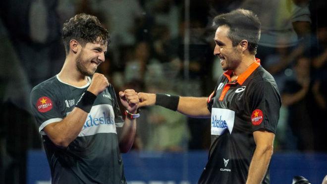 Tapia y Belasteguin celebran la victoria en el Madrid Arena.