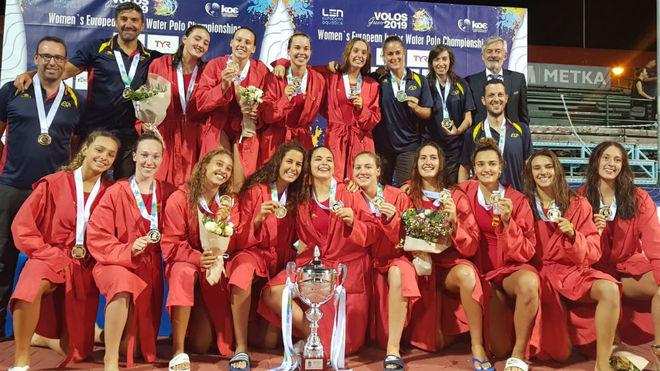 Las jugadoras de la selección, con la medalla