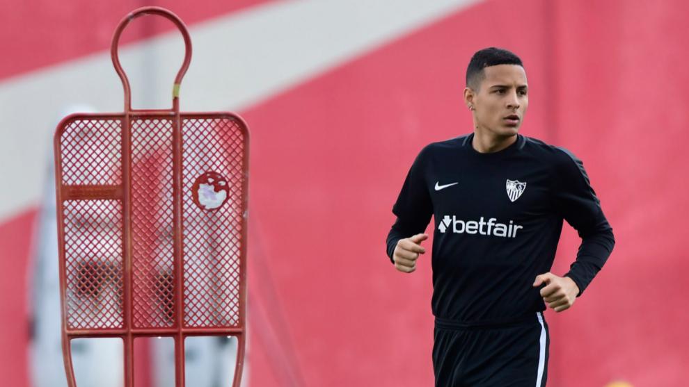 Arana, en un entrenamiento del Sevilla.