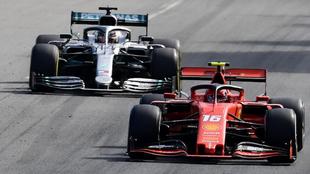 Charles Leclerc y Lewis Hamilton pelean posición en Monza.