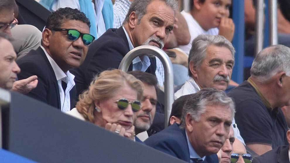 Caras de preocupación en el palco de Riazor, de Donato al presidente...