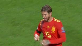 Sergio Ramos al retirarse del terreno de juego